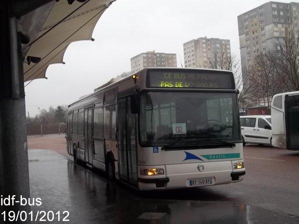 Réseau CIF Groupe Kéolis,ligne 11,bus irisbus-Renault Agora S clim à Saint-Denis-Université Métro