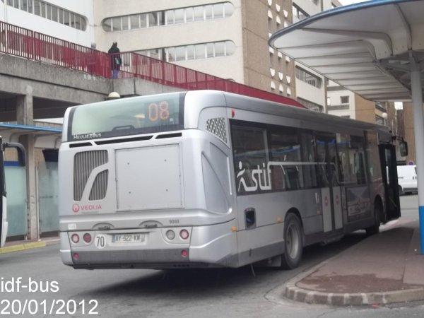 Réseau Véolia transport TVF,ligne 08,bus Heuliez-Bus GX 327 à Bobigny-P. Picasso Métro-Tram