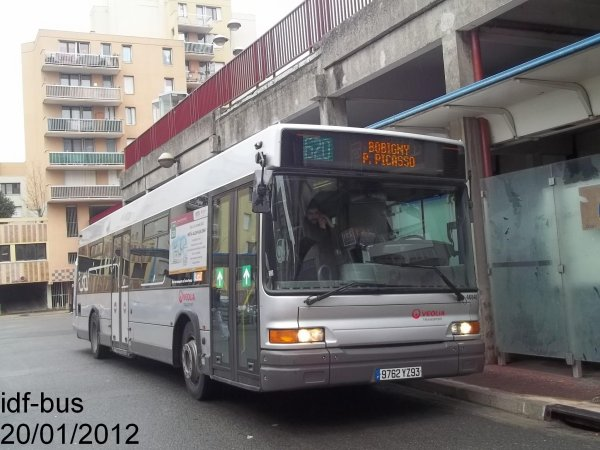 Réseau Véolia transport TRA,ligne 620,bus Heuliez-bus GX 317 à Bobigny-P. Picasso Métro-Tram