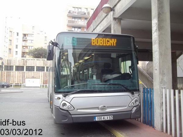 Réseau Véolia transport TRA,ligne 615,bus Heuliez-Bus GX 327 à Bobigny-P. Picasso Métro-Tram