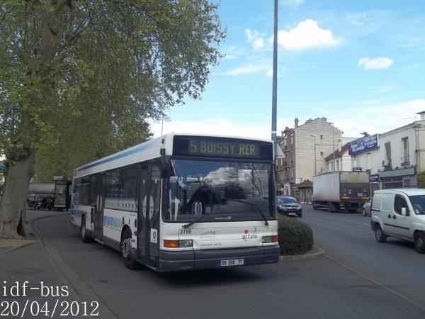 Réseau Transdev SITUS,bus Heuliez GX 217 à Sucy-Bonneuil RER