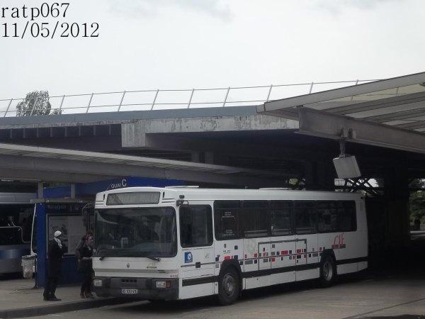Réseau CIF Groupe Kéolis,ligne 32,bus Renault PR112 à Roissypôle RER