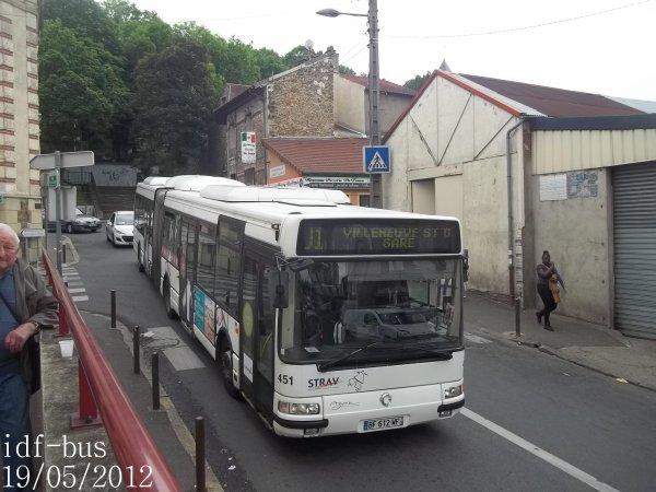 Réseau Véolia transport STRAV,ligne J1,bus irisbus-iveco Agora L ¤3 clim à Villeneuve-Saint-Georges RER