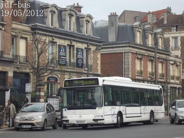 Réseau Véolia transport STRAV,ligne N,bus irisbus-Renault Agora Line clim à Villeneuve-Saint-Georges RER