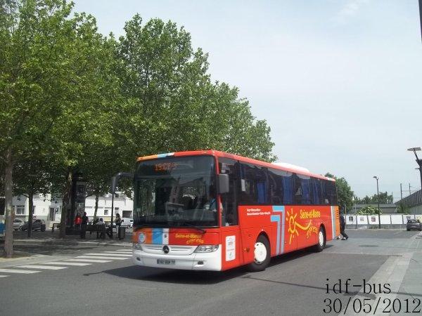 Réseau Seine et Marne Express,ligne 19,Autocar Mercedes-Benz Intouro