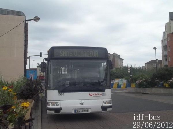 Réseau Véolia transport R'Bus TVO,bus Renault Agora S à Gare de Houilles-Carrières-sur-Seine
