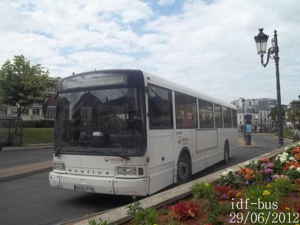 Réseau Véolia transport Conflans,bus Heuliez GX107 à Gare de Maisons-Laffitte