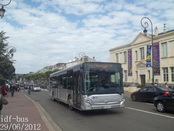 Réseau Véolia transport Conflans,bus Heuliez-Bus GX327 STIF à Gare de Maisons-Laffitte