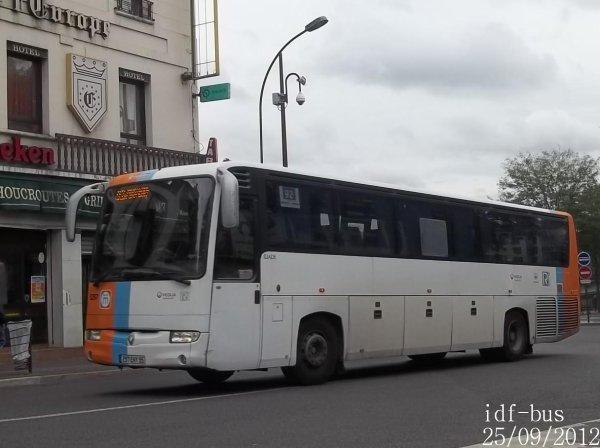 Quelques bus à la gare SNCF d'Argenteuil