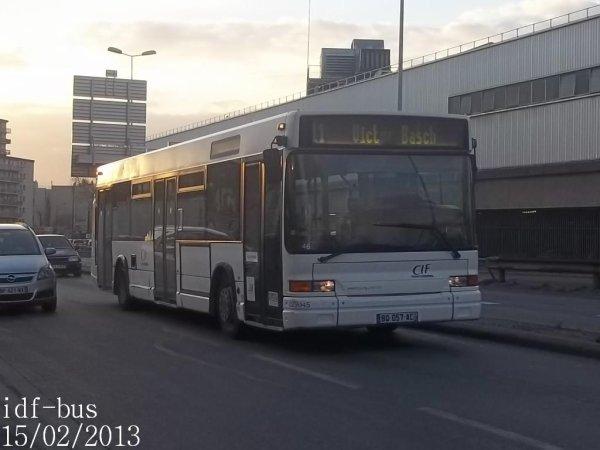 Réseau CIF groupe Kéolis,ligne 11,bus Heuliez-Bus GX317 à 3 portes à Saint-Denis