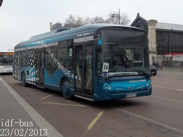 Réseaux Phébus groupe Kéolis,Hourtoule groupe Lacroix et LCJ Transports,photos à Gare de Versailles-Rive Gauche RER C