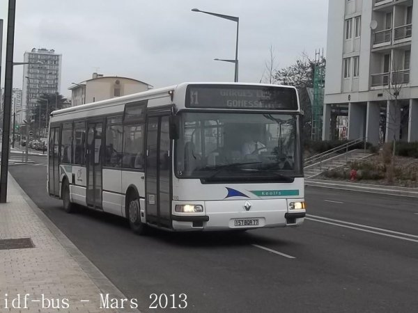 Réseau CIF groupe Kéolis,ligne 31,bus Renault Agora S à 3 portes à Garges-Sarcelles RER