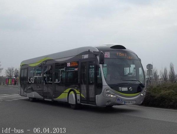 Photos des lignes T'ZEN 1 et réseau Sénart bus à Carré-Sénart et Gare de Lieusaint-Moissy RER