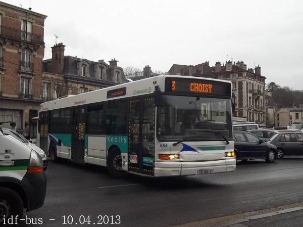 Réseau Athis Cars groupe Kéolis,Ligne 3,bus Heuliez-Bus GX317 n°654 à Villeneuve-Saint-Georges RER