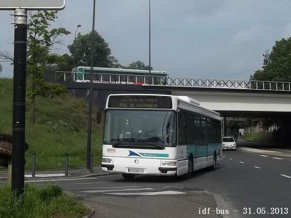 Réseau CIF groupe Kéolis,ligne 11,bus irisbus-Renault Agora S clim à Saint-Denis
