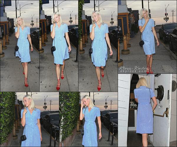 .. ----▷ Candid -◆- Karlie a passer la soirée dans un restaurant Italien à LA.