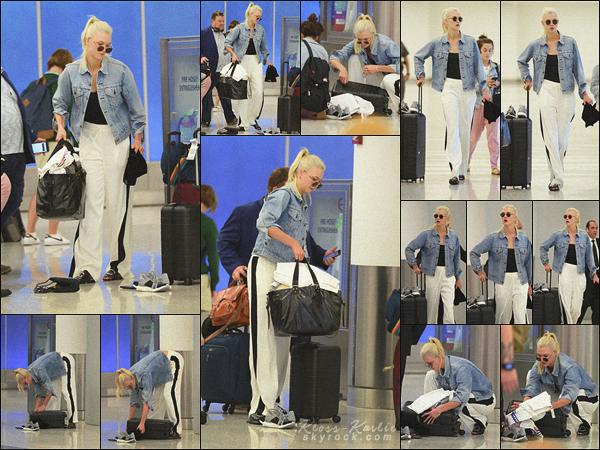 .. ----▷ Candid -◆- La birthday girl a été vu le soir même à l'aéroport de New York.