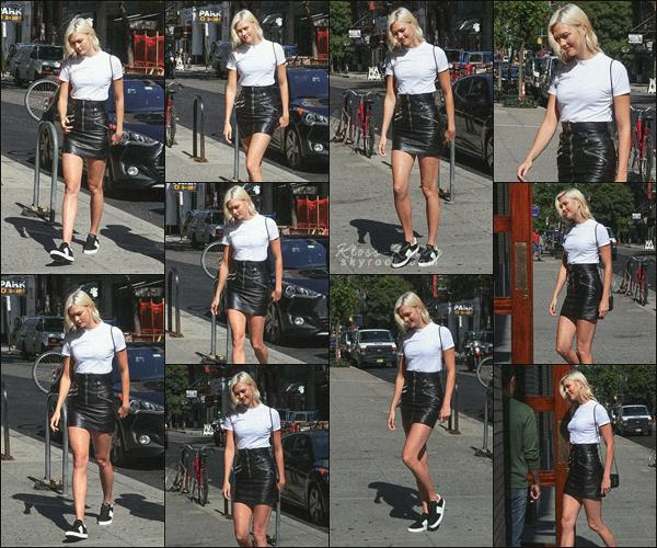 .. ----▷ Candid -◆- Miss K. a été photographiée par la paparazzis allant déjeuner àNew York.