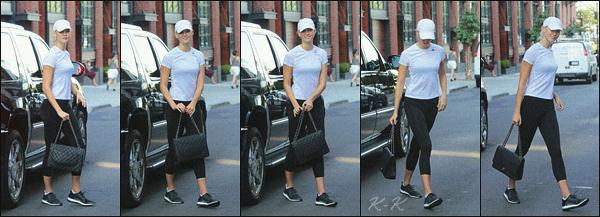 .. ----▷ Candid -◆- Karlie s'est rendu au bureau Victoria's Secret puis la miss a été vue se rendant à la gym.