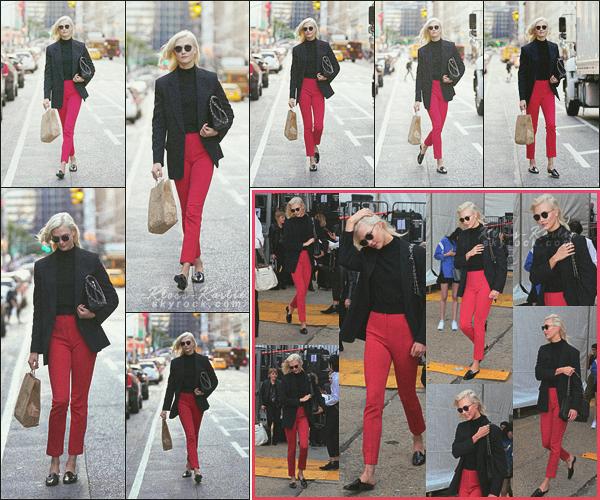 .. ----▷ Candid -◆- La mannequin a été photographier faisant des courses dans la ville.
