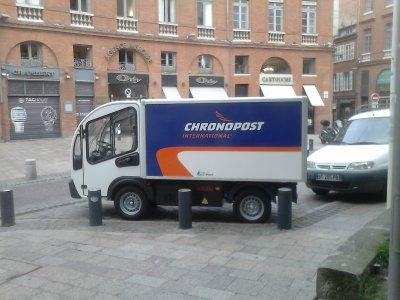 Petit camion chronopost a toulouse