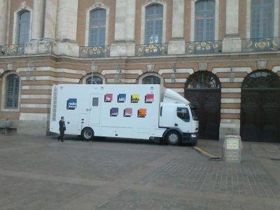 Camion radio france au capitole a toulouse