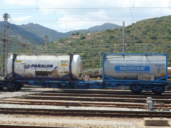 Trains de la RENFE a port bou ( catalogne ) espagne