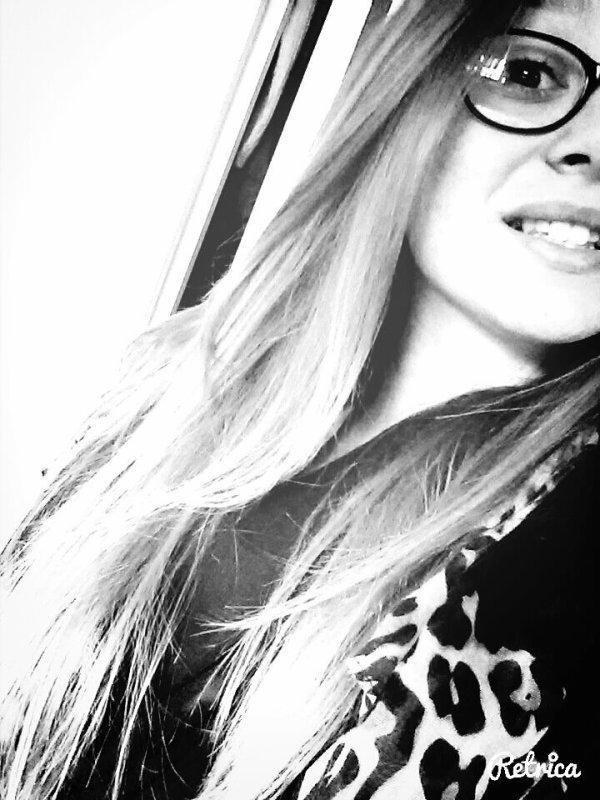 Souffrance cachée dernière ce jolie sourire.