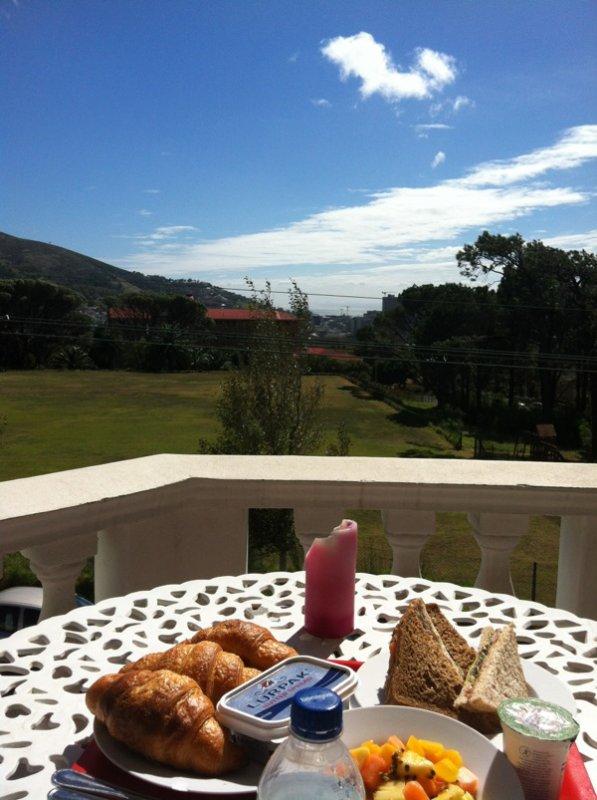 Mädelsfrühstück mit blick auf signal hill