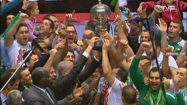 Hommes de handball de l'équipe nationale algérienne couronnés septième Coupe d'Afrique de son histoire au détriment de la Tunisie ............. Félicitations à l'Algérie Coronation ......