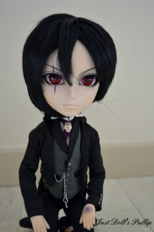 Kuro: mon taeyang sebastian black version <3