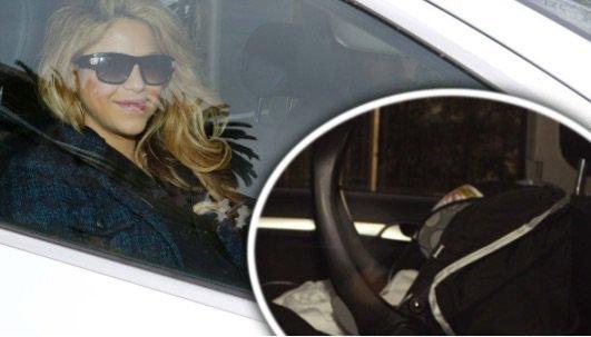 Sasha , Shakira et Gerard Pique récupèrent Milan a la garderie , le 02 Février