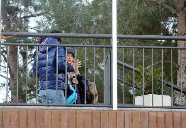 Shakira recupere Milan à la garderie , le 09 Février