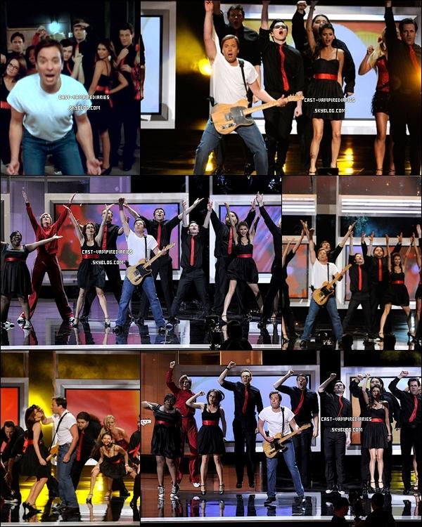 * 29 août •  Découvre des photos de la performance de Nina avec le casting de Glee. Elle est tout simplement magnifique ♥   *
