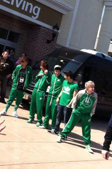Les boys aujourd'hui :)' Tous en vert pour la St Patrick :P♥