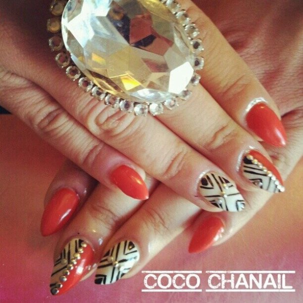 stiletto nails pose gel au chablon vernis semi permanent rouge et blanc d co nail art et stud. Black Bedroom Furniture Sets. Home Design Ideas