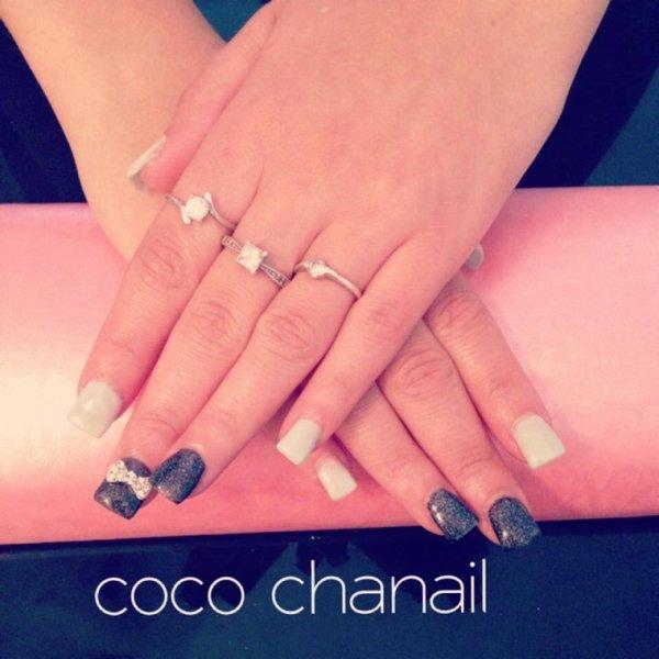 Pose gel uv avec rallongement au chablon sur ongles rongés , gel vert Mint  et noir pailleté et deco noeud 3D Coco Chanail Prothésiste Styliste  Ongulaire à