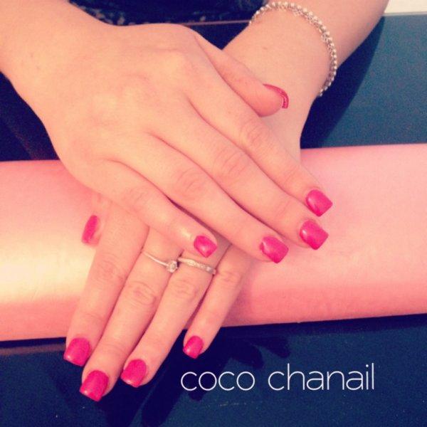Pose gel uv avec rallongement au chablon sur ongles rongés, vernis semi  permanent Framboise Coco
