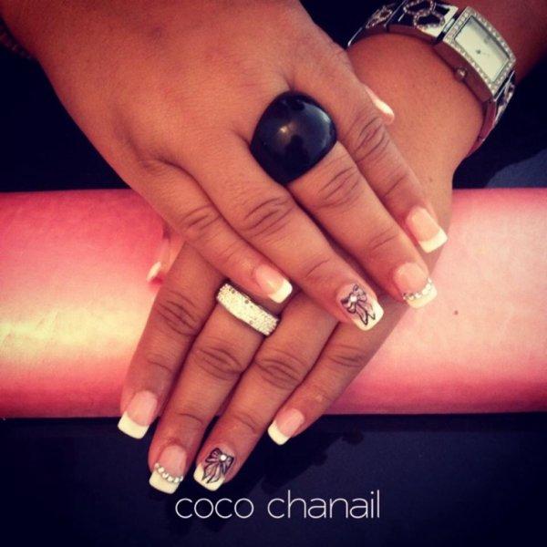 Pose gel uv avec rallongement au chablon, french blanche et deco nail  art noeud et