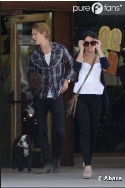 Vanessa Hudgens : shopping avec maman et Austin Butler sous le soleil de LA (PHOTOS)