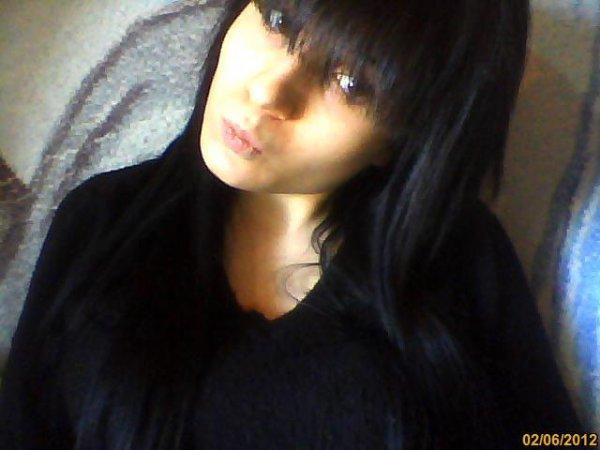 je vou présente ma famme cheveux noir yeu manifique et un coeur en or je laime et twa et mwa se pour la vii EU TE AMO
