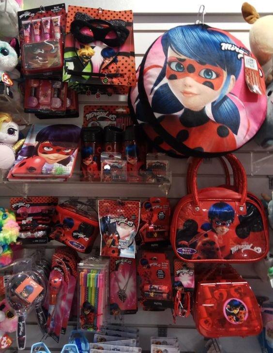 J'aimerai aller un jour dans une boutique où elles vendent plusieurs marchandises de Miraculous Ladybug ! ❤