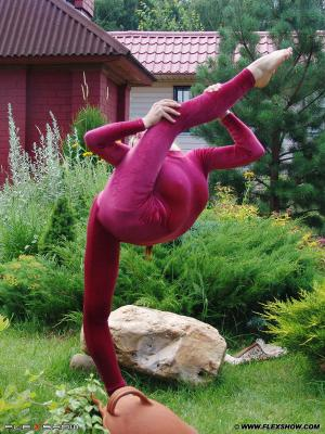Olesya contortion — pic 2