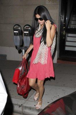 ♥ Selena se rend chez le coiffeur !