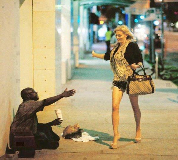 « Mangez avec le riche, mais allez jouer avec le pauvre qui est remplie de joie. »