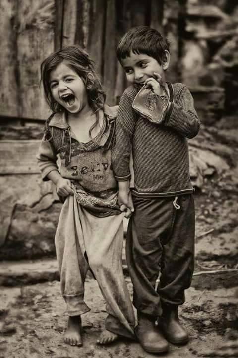 """""""Souris même si ton sourire est triste, car s'il existe quelque chose de plus triste qu'un sourire triste, c'est bien la tristesse de ne pas savoir sourire."""""""