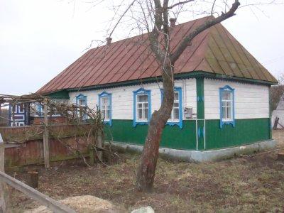 Une vieille maison en toit de chaume, et une plus récente.....