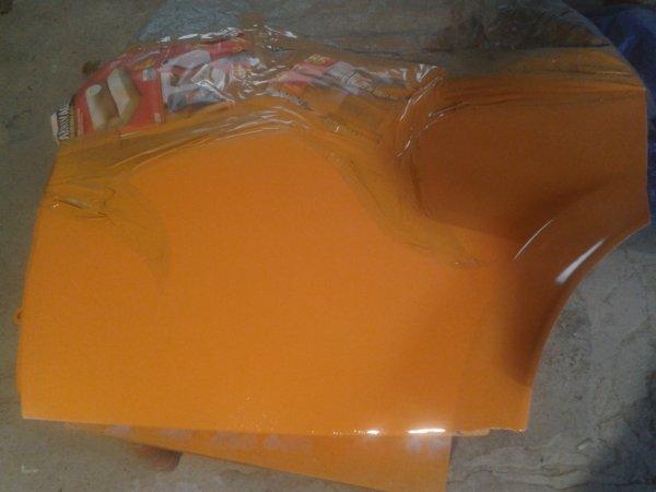 voilà la porte arrière et peint en orange hihi