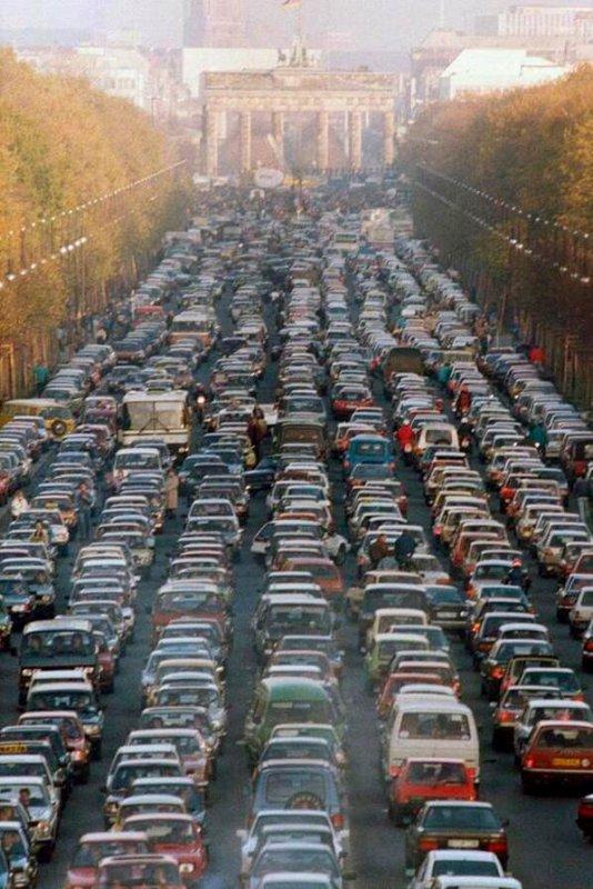 IMAGES SPECTACULAIRES : Berlin, 1er samedi après la chute du mur