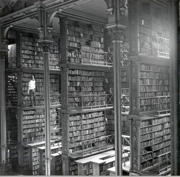IMAGES SPECTACULAIRES : librairie municipale de Cincinati détruite en 1955 par un incendie